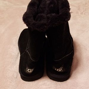 Ugg 10M Bailey button short black boots